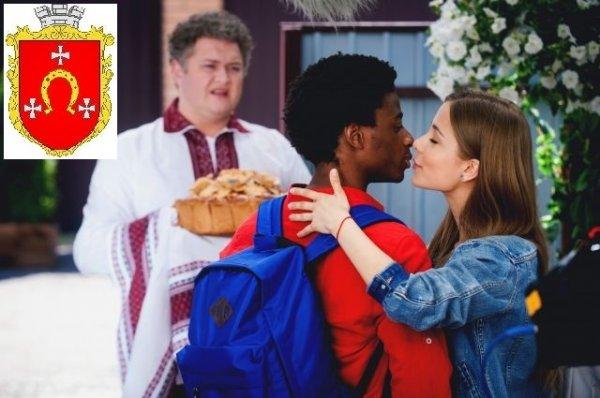 Герб Ковеля – в українській комедії «Шалене весілля», виконавчим продюсером якого є ковельчанин