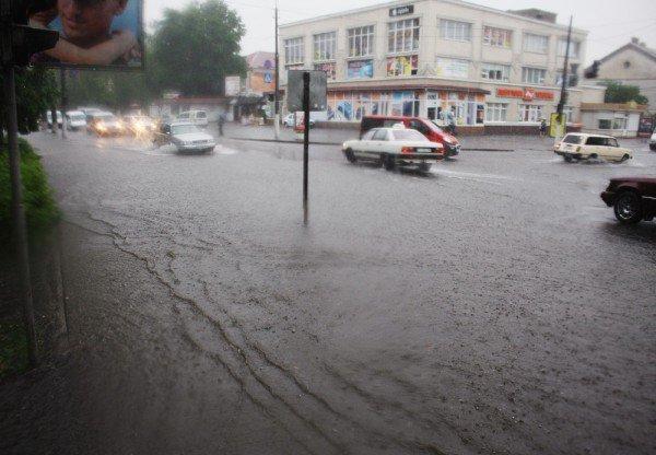 У понеділок на Івано-Франківщину повернуться традиційні дощі та грози