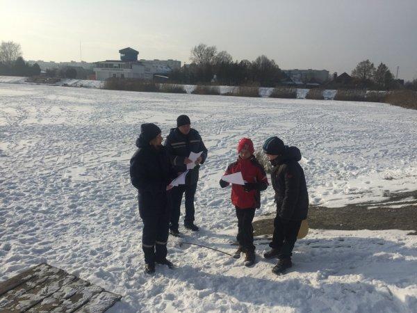 В Івано-Франківську рятувальники не пустили на небезпечну кригу міського озера групу школярів, які шукали пригод